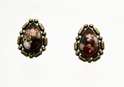 赤いしずくのイヤリング[earrings](金属アレルギー対応)
