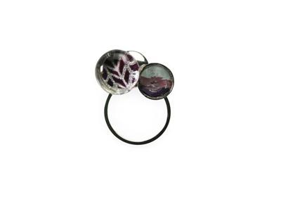 二玉飾り メガネホルダー ピンブローチ ヘリンボーン 紫 虹