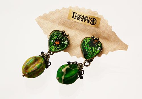 グリーンのハートマーブルのイヤリング