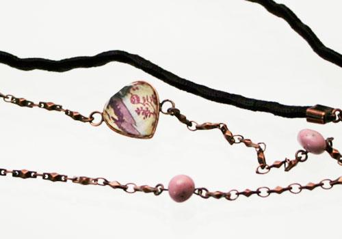 バラ柄飾りのリボンとチェーンのメガネチェーン