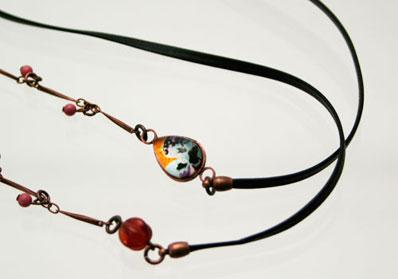 オレンジパンジー飾りの革紐とチェーンのメガネチェーン