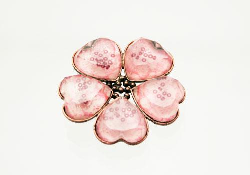 ピンクの梅柄お花ブローチ[brooch](金属アレルギー対応)