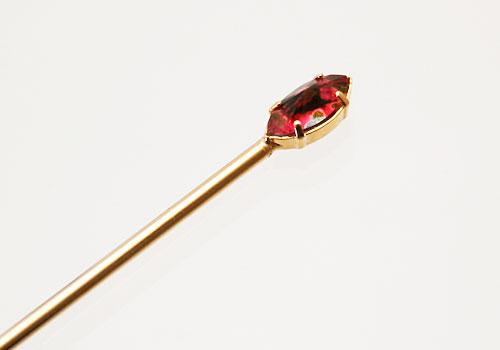 シンプルで個性的な色合いの金属製かんざし